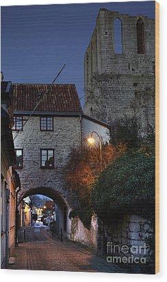 Night Scene In Medieval Town Wood Print by Ladi  Kirn