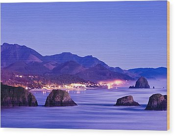 Night View Of Cannon Beach Wood Print