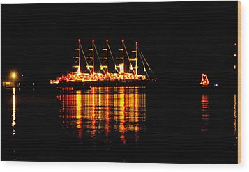Nightlife On The Water Wood Print by Zafer Gurel