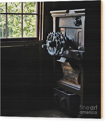 Wood Print featuring the photograph Nordyke Marmon Grind Me A Pound by Lee Craig