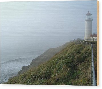 Wood Print featuring the photograph North Head Lighthouse 1 by Peter Mooyman