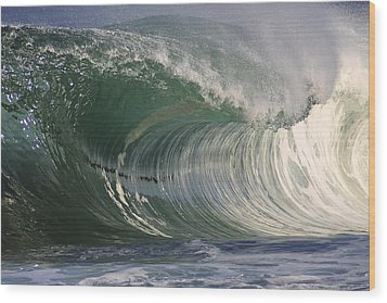 North Shore Powerful Wave Wood Print by Vince Cavataio
