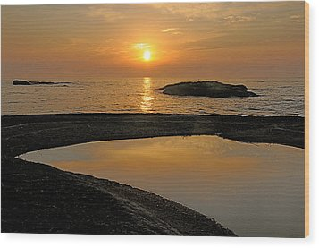 November Sunrise II - Lake Superior Wood Print by Sandra Updyke