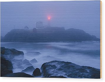 Nubble Light In Foggy Dawn Wood Print