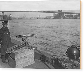 Nyc Prohibition Police Boat Wood Print by Underwood Archives