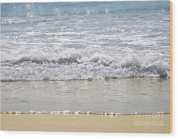 Ocean Shore With Sparkling Waves Wood Print by Elena Elisseeva