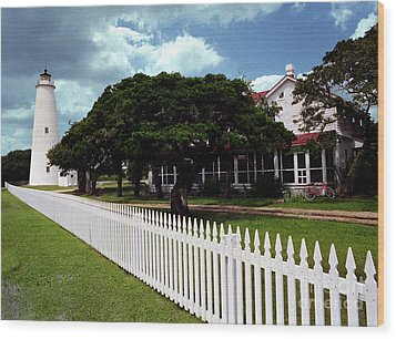 Wood Print featuring the photograph Ocracoke Lighthouse by Tom Brickhouse