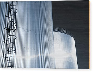 Oil And Gas Refinery Wood Print by Christian Lagereek
