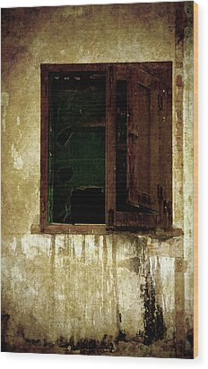 Old And Decrepit Window Wood Print by RicardMN Photography