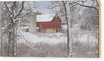 Old Barn In Snow Wood Print