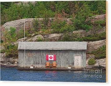 Old Boathouse With Two Muskoka Chairs Wood Print by Les Palenik