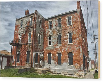 Old Brick Building In Downtown Montezuma Iowa - 02 Wood Print by Gregory Dyer