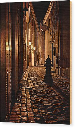Old City Street In The Night Wood Print by Gynt