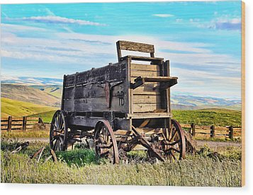 Old Covered Wagon Wood Print by Athena Mckinzie