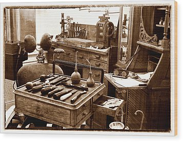 Old Dentistry Wood Print