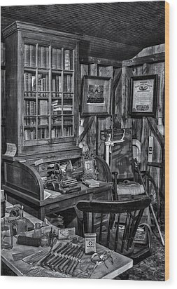 Old Fashioned Doctor's Office Bw Wood Print by Susan Candelario
