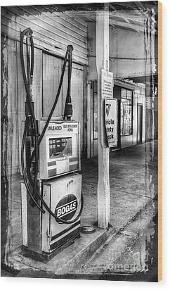 Old Fuel Pump - Black And White Wood Print by Kaye Menner