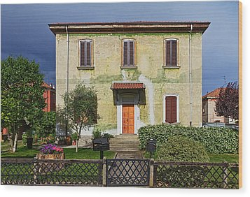 Old House In Crespi D'adda Wood Print