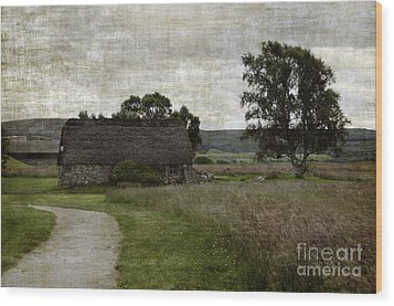 Old House In Culloden Battlefield Wood Print by RicardMN Photography