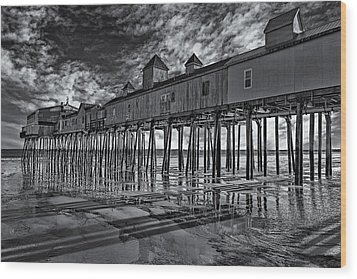Old Orchard Beach Pier Bw Wood Print by Susan Candelario