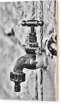 Old Outdoor Tap - Black And White Wood Print by Kaye Menner