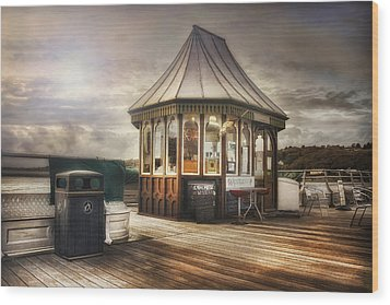 Old Pier Shop Wood Print