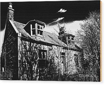 Old Scottish Farmhouse Wood Print by Liz  Alderdice