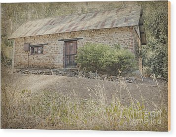 Old Stone Cottage Wood Print by Elaine Teague
