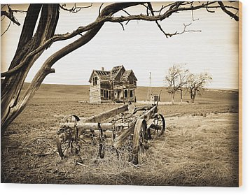 Old Wagon And Homestead Wood Print by Athena Mckinzie