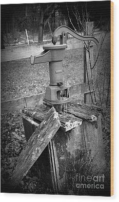 Old Water Pump Bw Wood Print