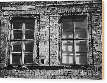 Old Wooden Double Layer Glazing In Old Red Brick Building With Plaster Facade Removed For Renovation Kazimierz Krakow Wood Print by Joe Fox