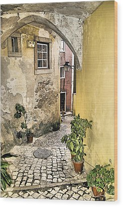 Old World Courtyard Of Europe Wood Print by David Letts