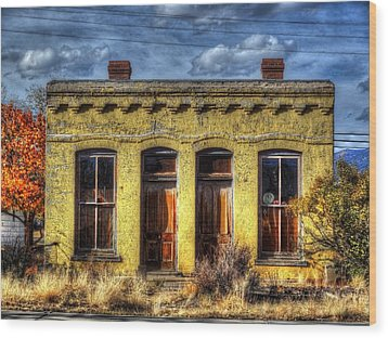 Wood Print featuring the photograph Old Yellow House In Buena Vista by Lanita Williams