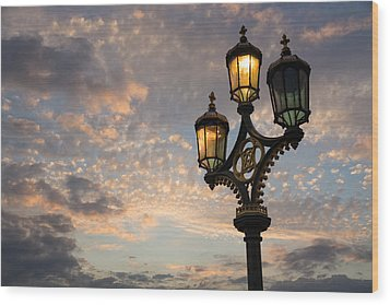 One Light Out - Westminster Bridge Streetlights - River Thames In London Uk Wood Print