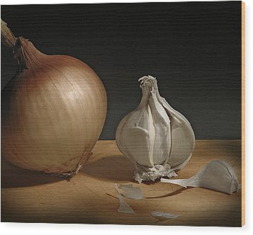 Onion And Garlic Wood Print by Krasimir Tolev