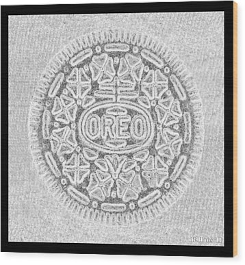 Oreo In Grey Wood Print by Rob Hans