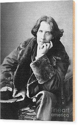 Oscar Wilde In His Favourite Coat 1882 Wood Print by Napoleon Sarony