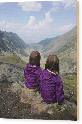 Our Daughters Admiring The View Wood Print by Giuseppe Epifani