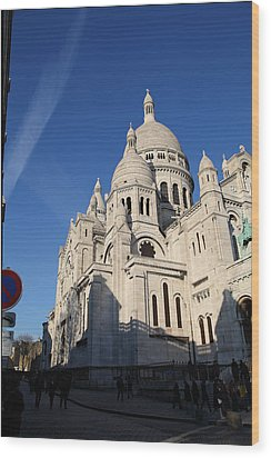 Outside The Basilica Of The Sacred Heart Of Paris - Sacre Coeur - Paris France - 01133 Wood Print by DC Photographer