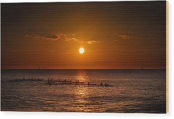 Paddle Into The Sunset In Hawaii Wood Print