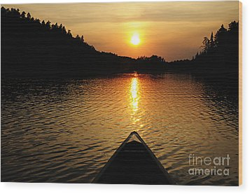 Paddling Off Into The Sunset Wood Print by Larry Ricker