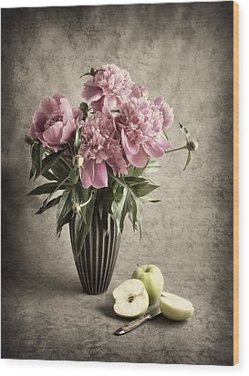 Paeony And Apples Wood Print by Jitka Unverdorben