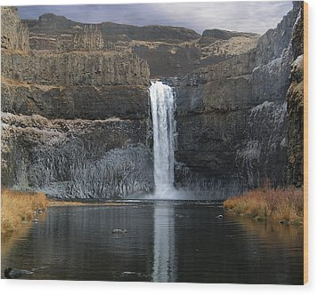 Palouse Falls In The Winter Wood Print