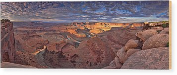 Panoramic Sunrise Over Dead Horse Point State Park Wood Print by Sebastien Coursol