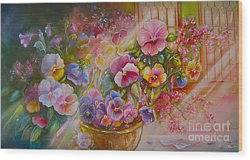 Pansies In Gold Wood Print by Patricia Schneider Mitchell