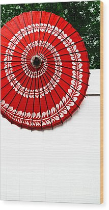 Paper Umbrella With Swirl Pattern On Fence Wood Print by Amy Cicconi