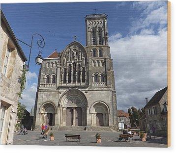 parvis de la Basilique Sainte-Marie-Madeleine de Vezelay Wood Print