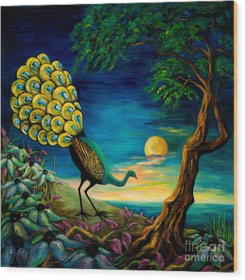 Peacock Strolls On The Beach Wood Print by Larry Martin