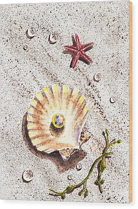 Pearl In The Seashell Sea Star And The Water Drops Wood Print by Irina Sztukowski