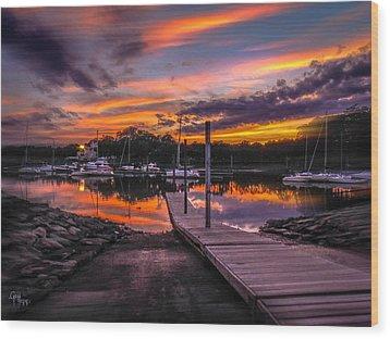 Peering At The Sunset Wood Print by Glenn Feron